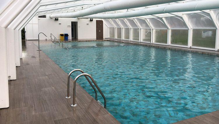 Interior piscina climatizada