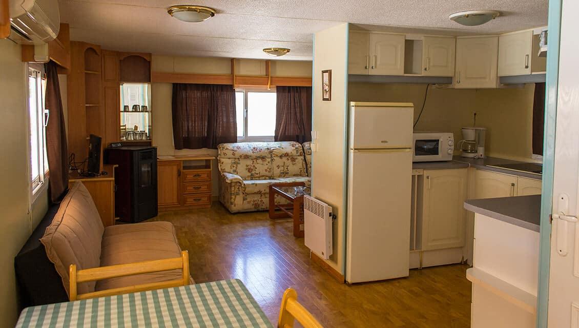 Mobil home equipamiento servicios y fotos camping for Salon mobil home